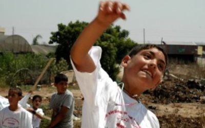 Palestinian stone-throwing kid