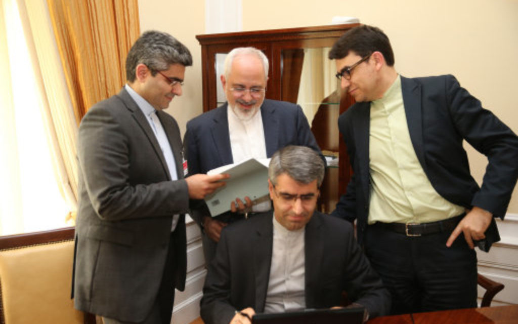 Iranian Foreign Minister Mohammad Javad Zarif (C) reviews the nuclear negotiation documents at the the Coburg Palace Hotel in Vienna, Austria. (July 2015)