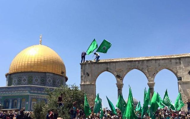 Hamas flags by the Dome of the Rock on Temple Mt, Jerusalem