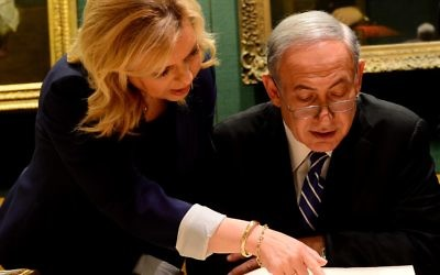 Benjamin Netanyahu with his wife Sara at the National Library in London, viewing the original Balfour Declaration (dated 2 November 1917)    (Photo bi Avi Ohayon/GPO)