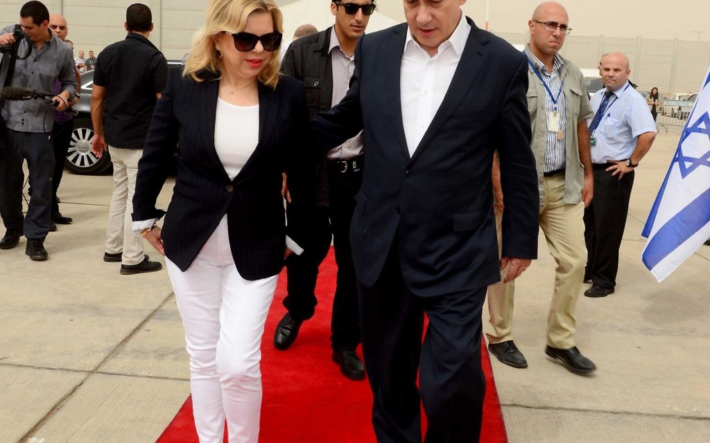 Avi Ohayon/GPO/Israel Sun 09-09-2015  PM Netanyahu & wife Sara leave for a formal visit to London
