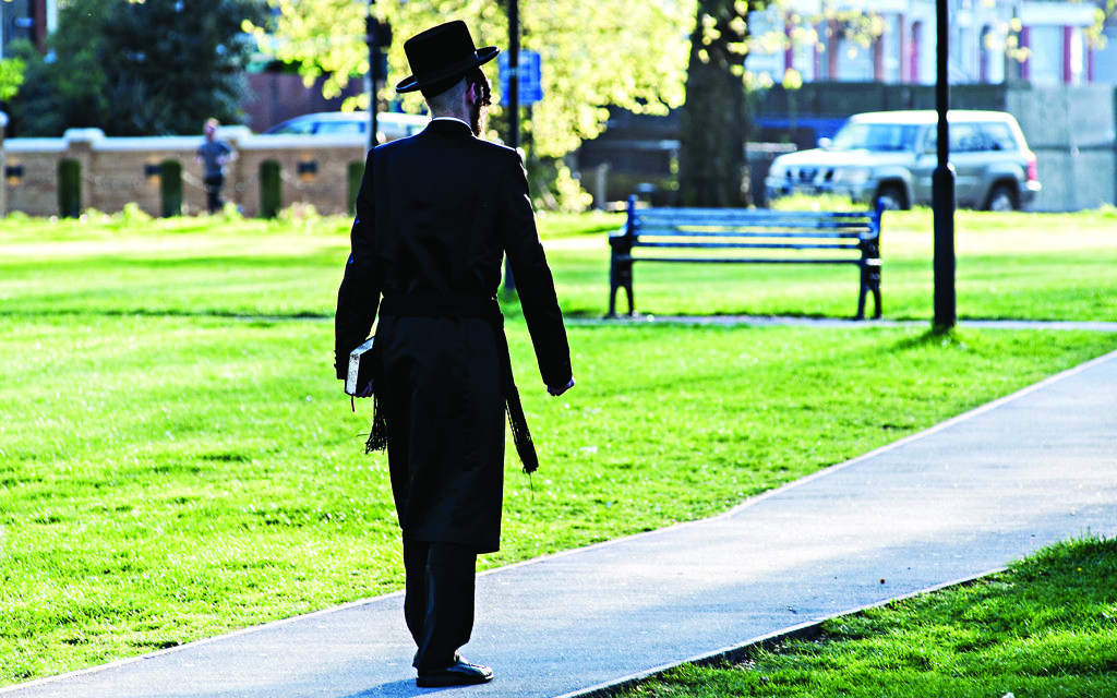 London, United Kingdom. 15th April 2014 -- The Hasidic Jewish Community of Stamford Hill celebrates Passover. -- The Jewish Community of Stamford Hill celebrates Passover. The Jewish Community of Stamford Hill celebrates Passover in London