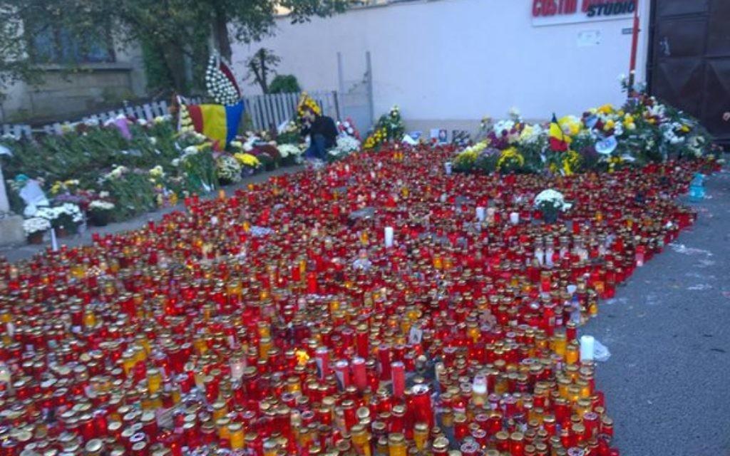 Memorial to the 30 dead in Bucharest. (Source: @AlecsStam  on twitter)