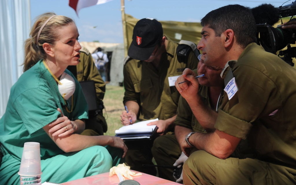 Dr Jennifer Lee Ashton an American doctor working at a United Nations Medical Facility during a meeting with Col Itzik Kryce the commander of the IDF field hospital in Haiti The two are discussing the cooperation between the two aid forces