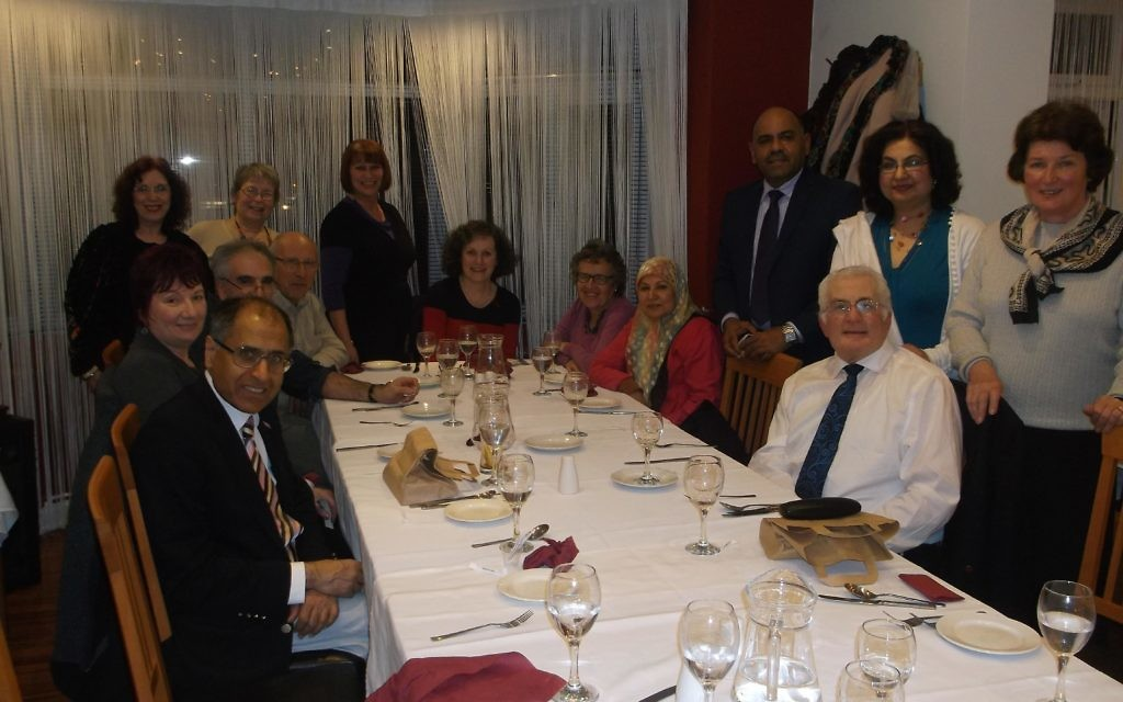 Muslim and Jewish guests dine together
