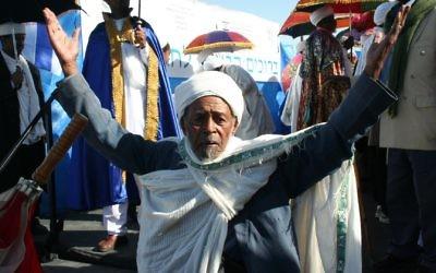 Ethiopian Jew during sign (Wikipedia/Author: האגודה הישראלית למען יהודי אתיופיה)