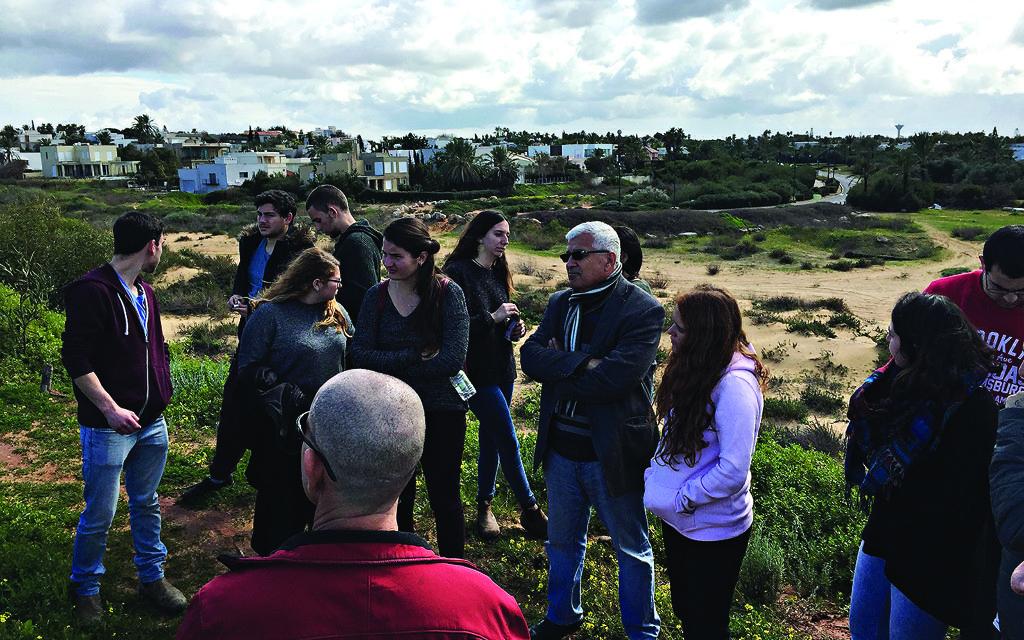 The sandy pathway between Jisr Azarqua and Caesarea