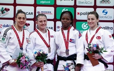 Schlesinger (second from left) on the podium with her gold medal