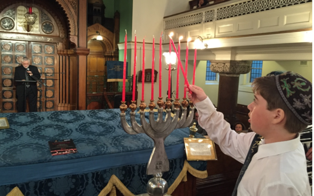 Lighting candles to commemorate the Farhud at Lauderdale Road Synagogue