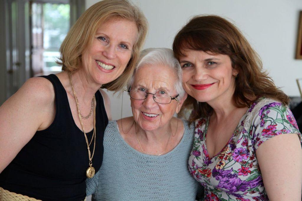 NYC Holocaust survivor Ruth Pagirsky (centre) with daughter Regina (left) and Producer Beata Zatorska (right)