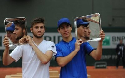 Yshai Oliel (right) with his title. Picture: Israel Tennis Association