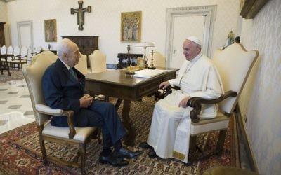 Israel's ex-president Shimon Peres discussing their shared vision of peace in the Vatican   (Photo credit: L'osservatore Romano/Israel Sun 20-06-2016)