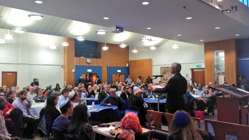 Mayor Sadiq Khan addressing the gathering at the synagogue