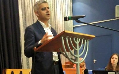 Sadiq Khan speaking at Finchley Reform shul, breaking his Ramadan fast