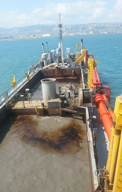 The ship that caused the pipe to burst belongs to Petroleum Energy Infrastructures Ltd. (PEI). ( Photo by: Israeli Environmental Protection Ministry /JINIPIX)