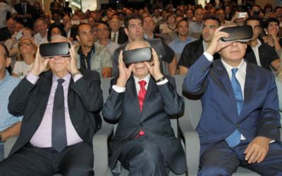 L-R: President Reuven Rivlin, Shimon Peres and Prime Minister Benjamin Netanyahu, view the centre through virtual goggles