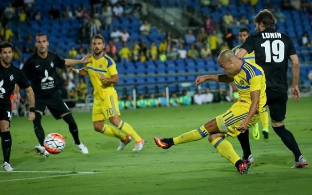 Tal Ben Haim II opens the scoring for Maccabi Tel Aviv