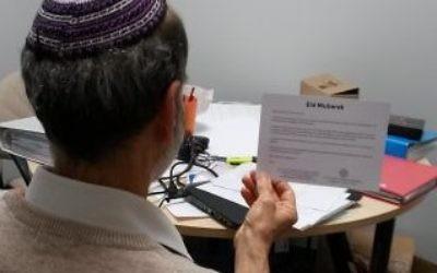 Rabbi Jonathan Wittenberg of Masorti Judaism reading an Eid Card