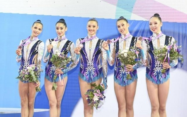 The Rhythmic Gymnasts with their silver medals