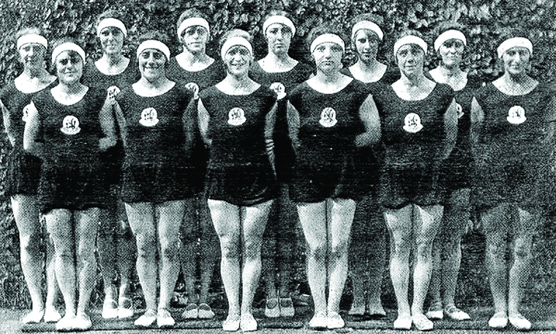 Helena Nordheim (fourth left), Anna Polak (second left) and Judikje Simons (third right) were Jewish members of the Dutch gymnastics team