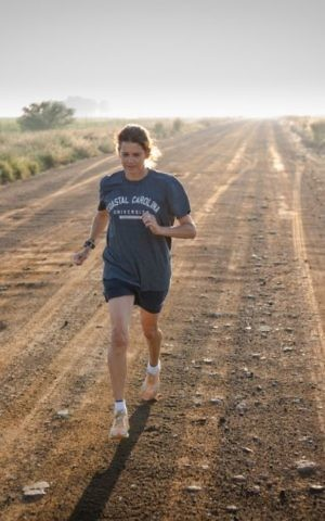 thumbnail_Zola Budd running on dirt track 1