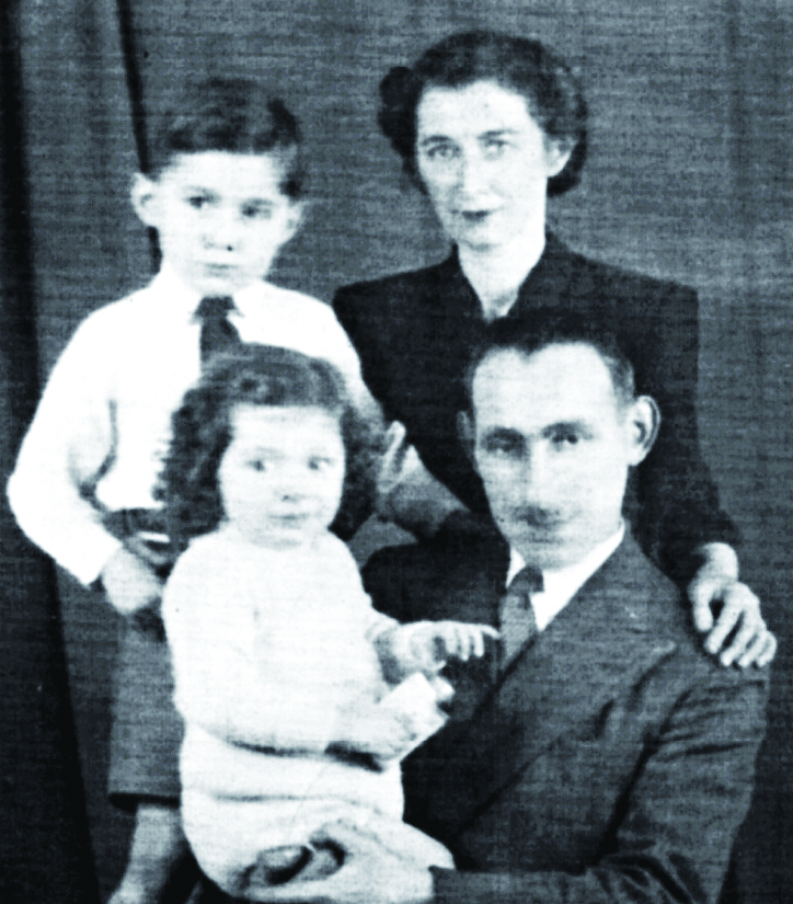 Rifkind poses with his parents and brother Arnold