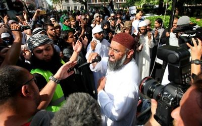 Anjem Choudary (centre) addressing a crowd in London
