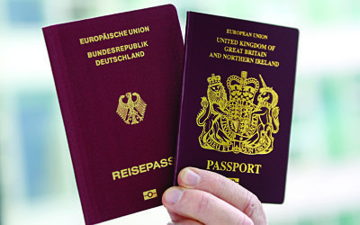 A British (R) and a German passport, in Berlin. (Photo: Britta Pedersen/dpa)