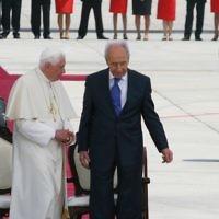 Shimon Peres with ex-Pope Benedict XVI