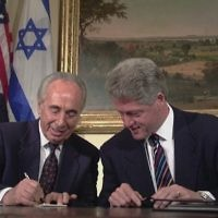 Shimon Peres with U.S. President Bill Clinton at the White House, April 1996.