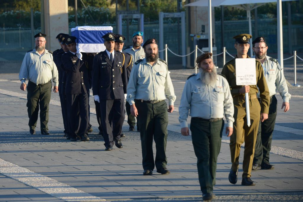 An IDF detail escorts Peres' coffin on its journey to the Knesset