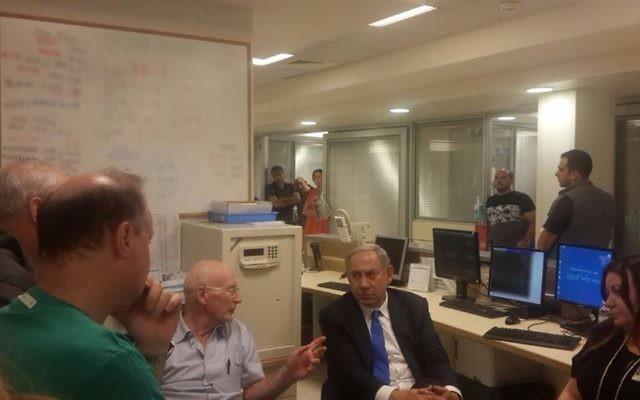 Benjamin Netanyahu discussing with his advisors