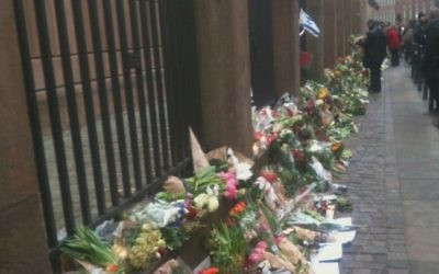 Flowers in front of the Copenhagen Syngagoue following the attack