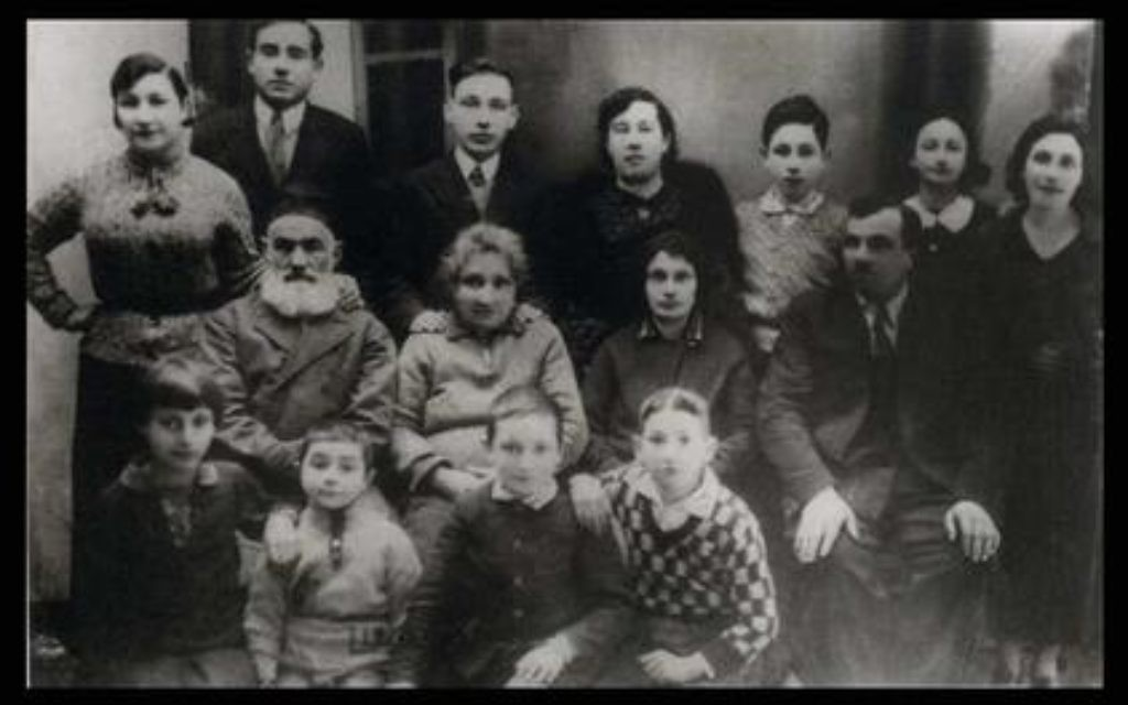 Shimon Peres (standing, third from right) with his family, ca. 1930