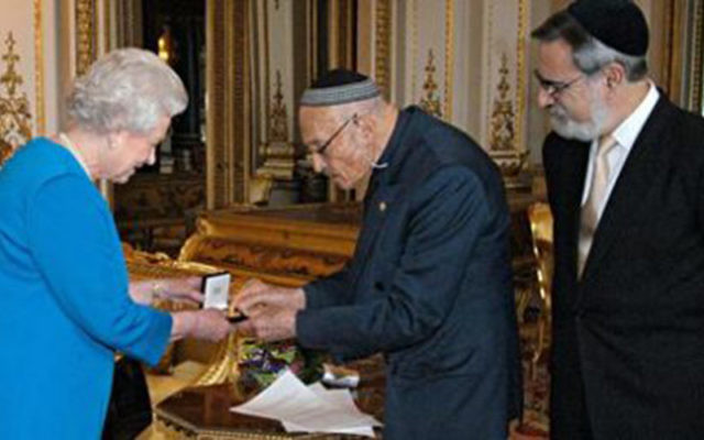 Sir Sigmund Sternberg meeting the Queen, with former chief rabbi Lord Sacks