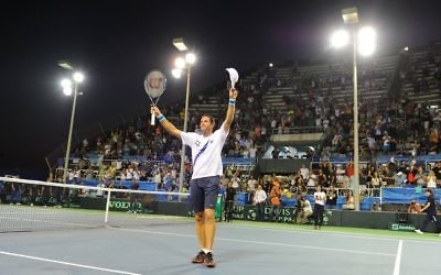 Jonathan Erlich celebrates his doubles win