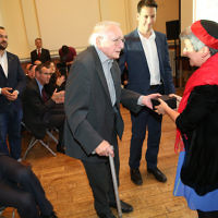 Reform rabbi Laura Janner-Klausner with a Cable Street veteran
