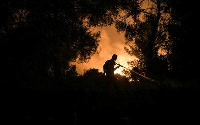 Israeli firefighters try to extinguish a fire in Nataf near Jerusalem, Israel, 25 November 2016. A string of wildfires raged on in areas of central and northern Israel on 25 November forcing hundreds more people to evacuate their homes, Israeli police said. photo by: JINIPIX