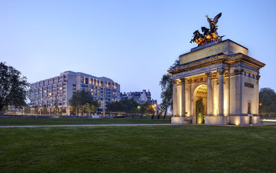 A view of the Wellington Arch and the InterContinental hotel from Hyde Park