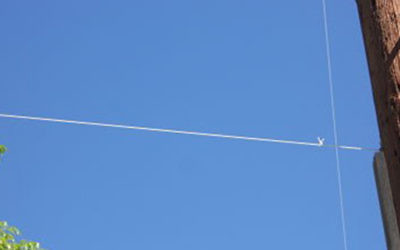 An example of an eruv string attached to a pylon