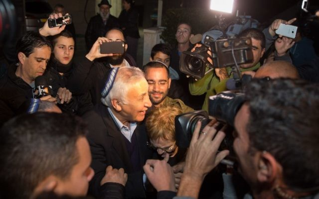 Former Israeli President Moshe Katsav arrives to his home with his wife Gila, after being released from Ma'asiyahu Prison where he served his sentence (Photo by: JINIPIX)