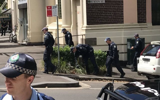 Australian security officials searching the premises (Source: Australian Jewish News' Twitter account)