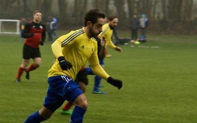 Lee Cash scored a hat-trick as North London Raiders moved closer to the Division One title