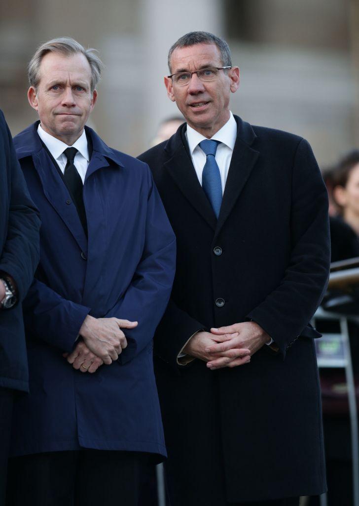 US Ambassador to the UK Lew Lukens (left) and the Isareli Ambassador to the UK Mark Regev at the candlelight vigil in Trafalgar Square (Photo credit: Yui Mok/PA Wire)