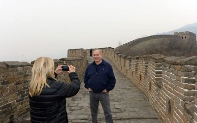 Israel's Prime Minister Benjamin Netanyahu and his wife Sara visit at the Great Wall of China in Beijing on March 22, 2017. Photo by Haim Zach/GPO via JINIPIX