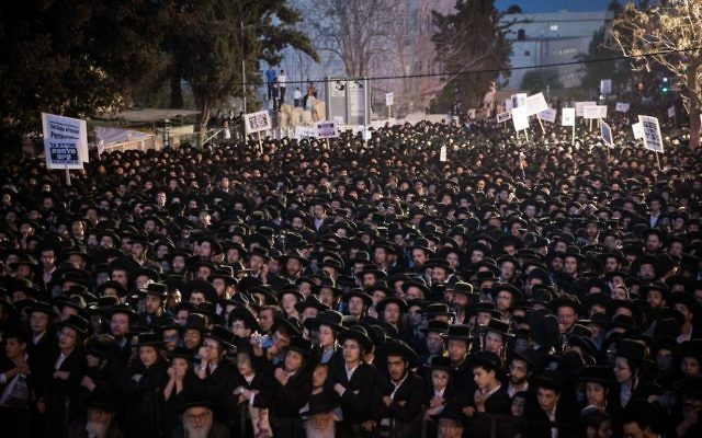 Thousands of ultra orthodox Jews protest the arrest of ultra-Orthodox draft dodgers