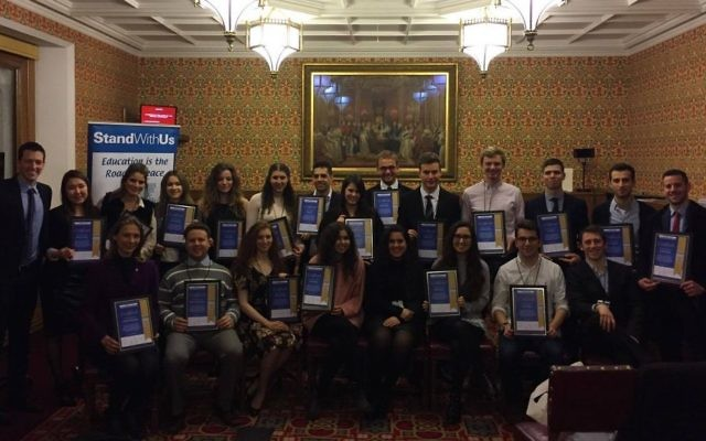 StandWithUS UK graduates with their hard-earned certificates