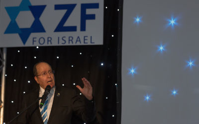 Moshe Ya'alon speaking at the ZF dinner (Credit: Steve Winston)