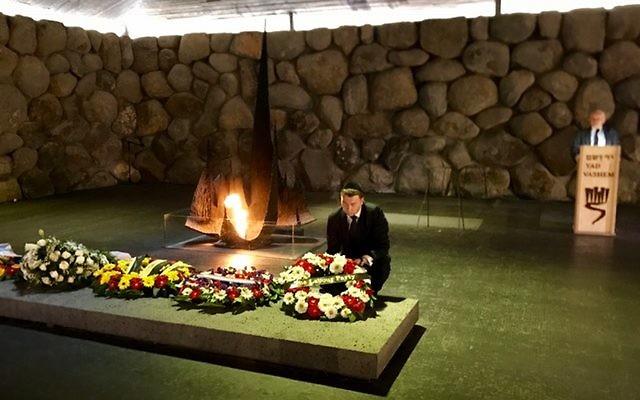General-Secretary Iain McNicol laying a wreath at Yad Vashem