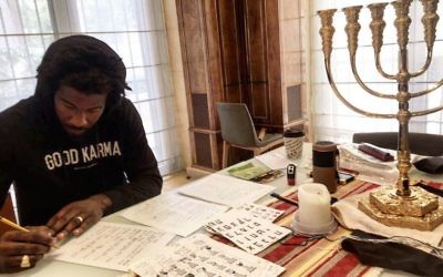 Picture of Amar'e Stoudemire studying hebrew, which he posted on social media